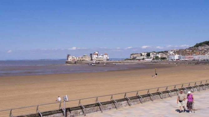 Weston-super-Mare Beach | © Ed Webster/Flickr