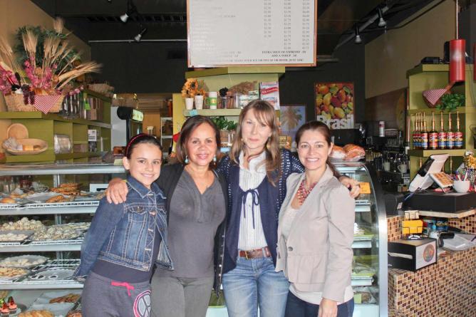 Family of Cafe Bossa Nova ©Erica Pallo/Flickr