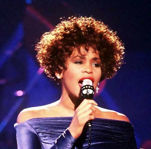 Whitney Houston   © PH2 Mark Kettenhofen/WikiCommons