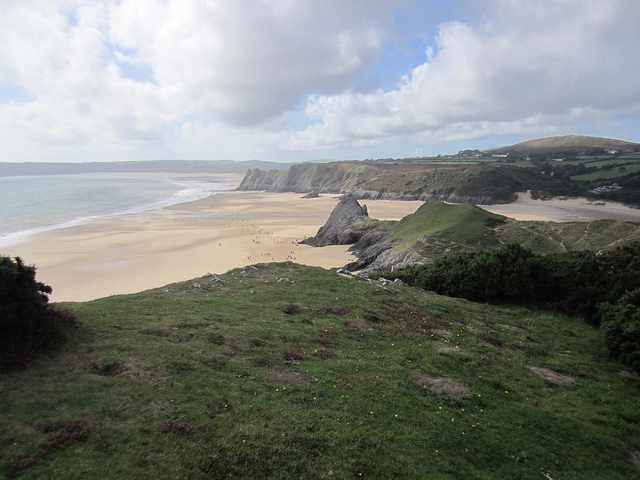Overlooking Three Cliffs Bay | © ChrisJobling/Flickr