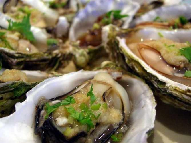 Steamed oysters | © Alpha/Flickr
