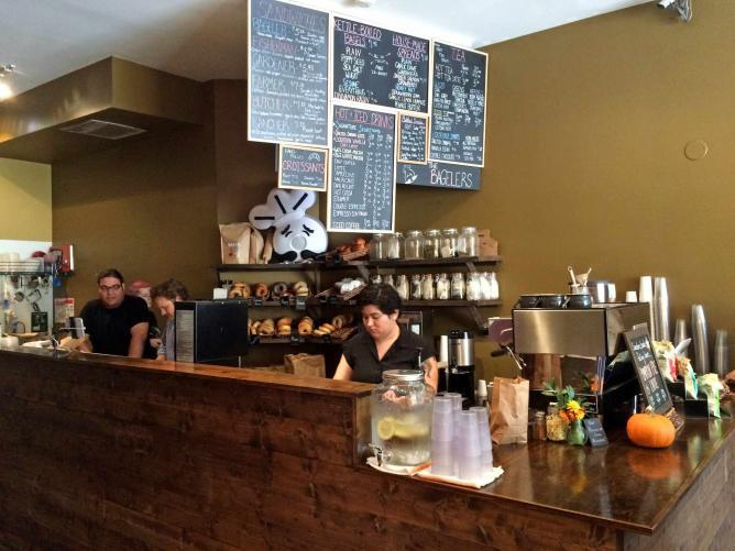 Counter at The Bagelers Coffeehouse | © Benita Gingerella