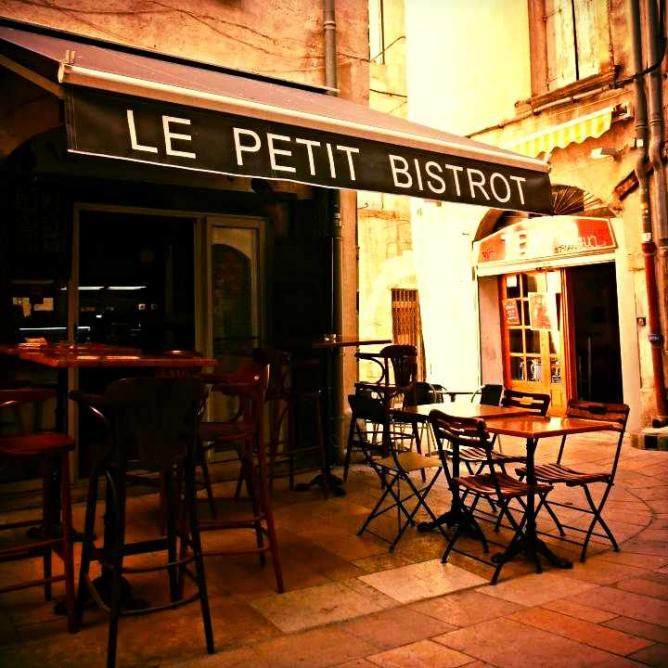 Restaurant exterior | Courtesy of Le Petit Bistrot