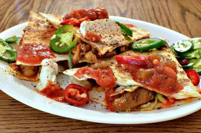 Mmm....chicken quesadilla with peppers and cheese | © jeffreyw/Flickr