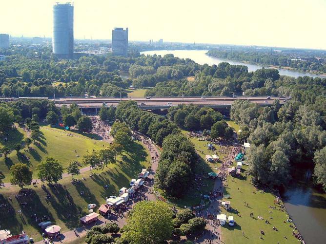 Aerial view of Rheinaue Leisure Park in Bonn | © Leit/WikiCommons