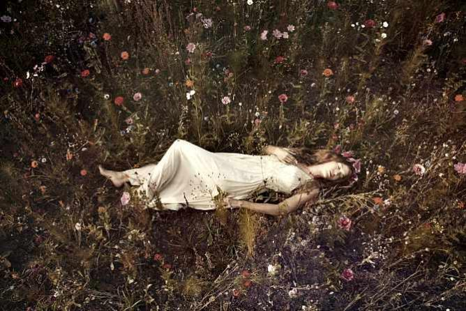 hamlet and femininity Ophelia's symbolic meanings, moreover, are specifically feminine whereas for hamlet madness is metaphysical, linked with culture, for ophelia it is a product of the female body and female nature shakespearean criticism: hamlet (vol 59) - elaine showalter.