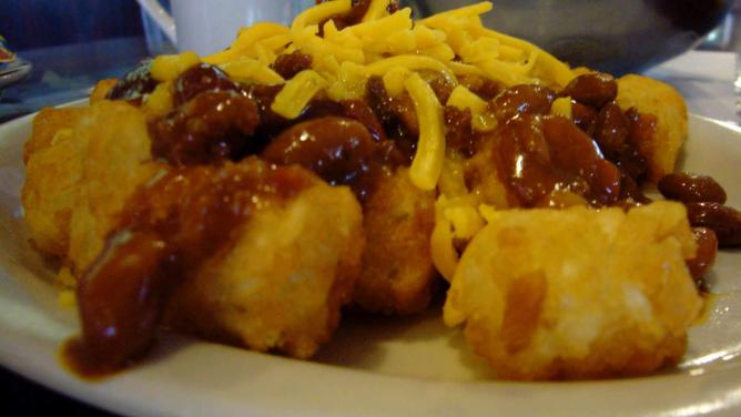 Chilli cheese tots | © hmmlargeart/Flickr