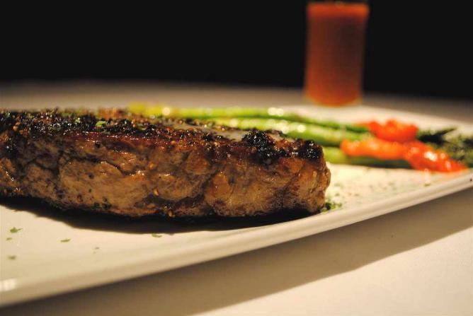 Fleming's Steak | © Larry Hoffman/Flickr