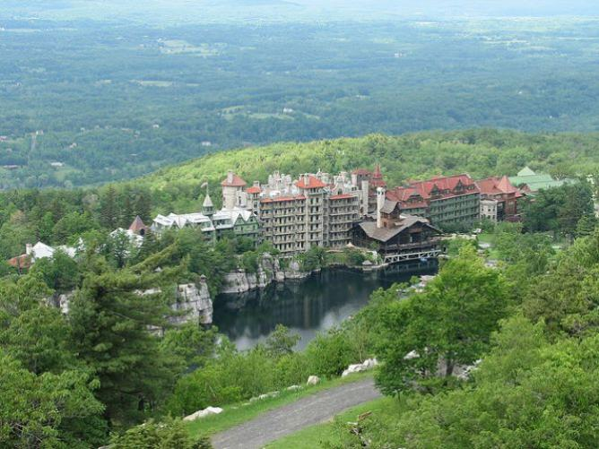 Mohonk Mountain House from above | © WalkingGeek/Flickr