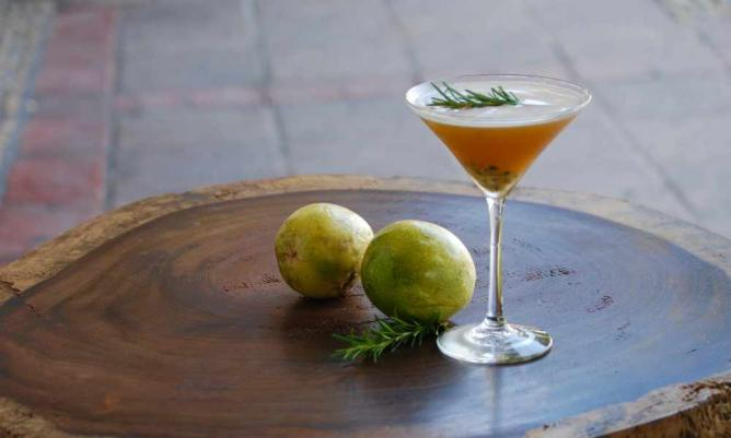 Cocktail | courtesy of Bar La Playa