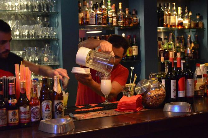 Bartenders in action | Courtesy of Mylos