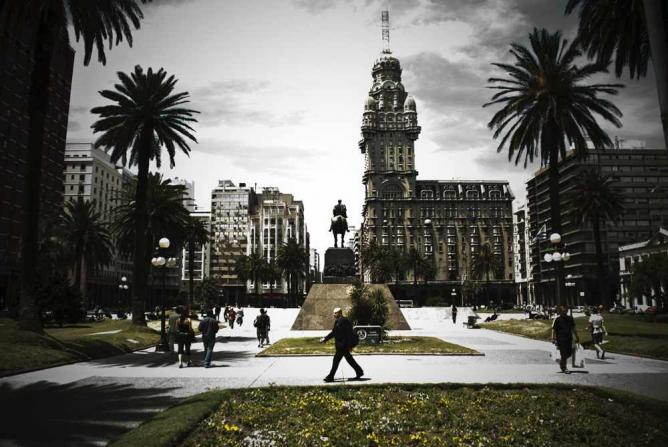 Plaza Independencia | Ⓒ Fabrício Marcon/Flickr