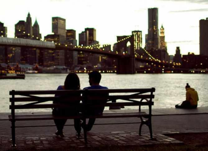 Date and Dateless | © Guian Bolisay/Flickr
