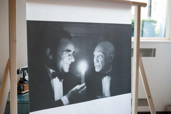 This piece is called 'Cannes Film Festival' (1956), and depicts Pablo Picasso and Henri-Georges Clouzot | © Revealed: A Photography Exhibition by Sofitel