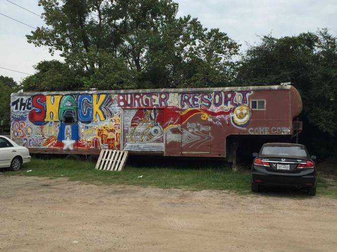 The Shack Graffiti Truck | © Samantha Beckett