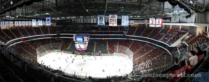 The Prudential Center | © louis capwell/Flickr