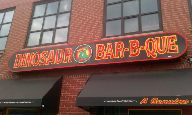 Dinosaur Bar-B-Que | © Jeff Sents/Flicker