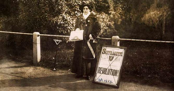 Sophie Duleep Singh Selling Subscriptions | © Museum of London/WikiCommons