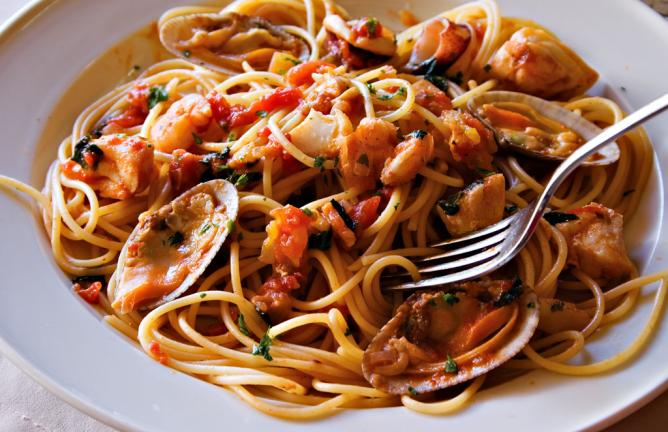 Seafood spaghetti   © Benjie Ordoñez/Flickr