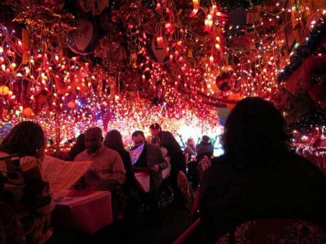 Christmas Pepper Lights inside Panna II | © Jason Lam/Flickr