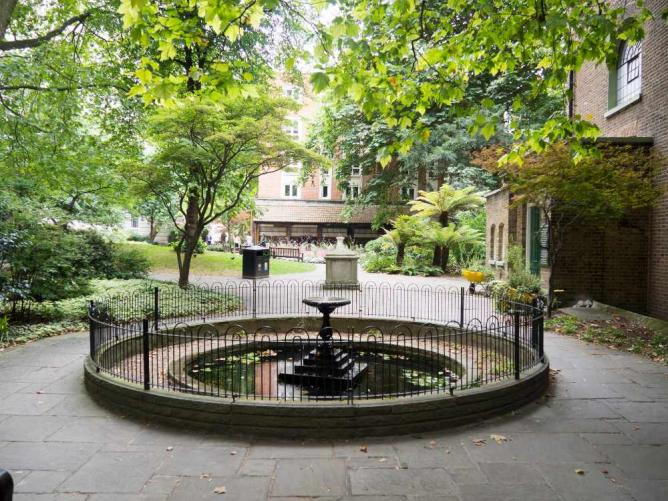 Postman's Park and the Memorial to Heroic Self Sacrifice | © Andrew Dupont/Flickr