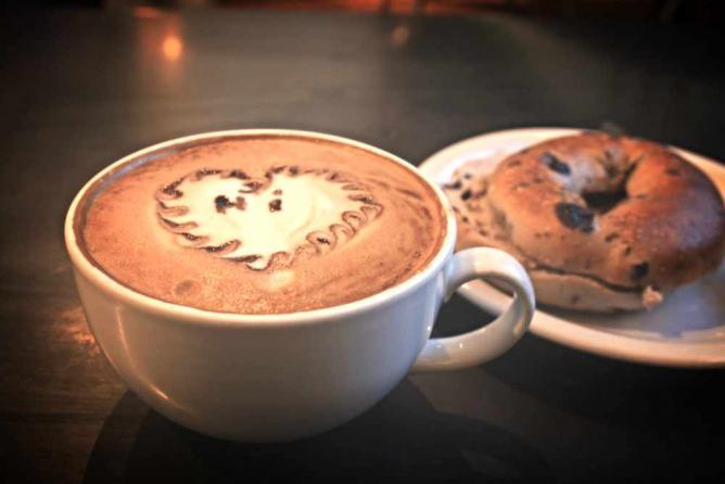 Coffee And A Bagel | © Boemski/Flickr