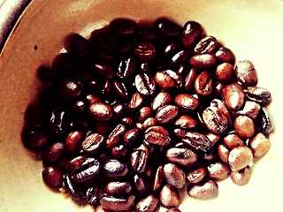 Home Roasted Coffee Beans | © LexnGer/Flickr