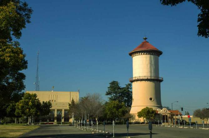 The Old Fresno Water Tower (the real one)   © Wayne Hsieh/Flickr