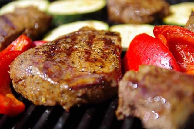 Grill, Steak, Barbeque Meat   © vadura/pixabay
