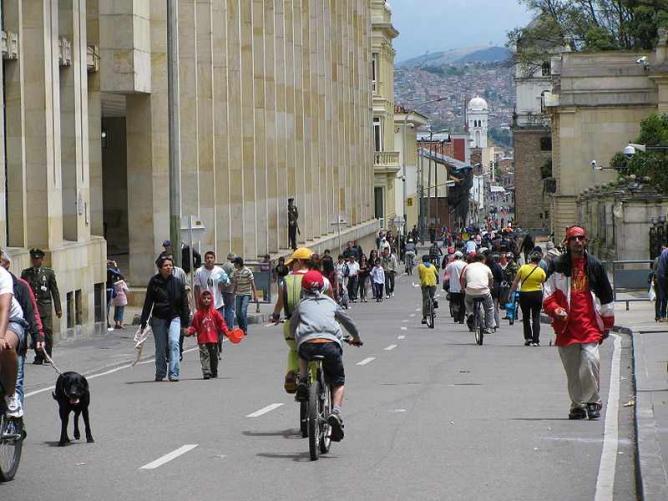 Ciclovia Bogotá  ©nati_fg/Wikimedia