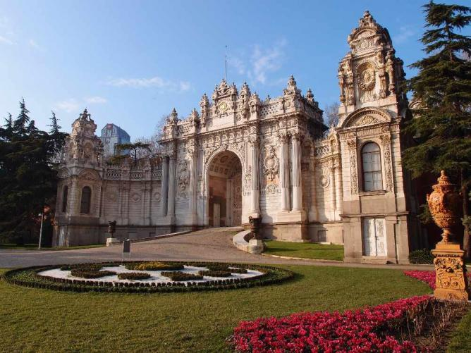 Dolmabahce Palace @ Istanbul | © Guilhem Vellut/Flickr