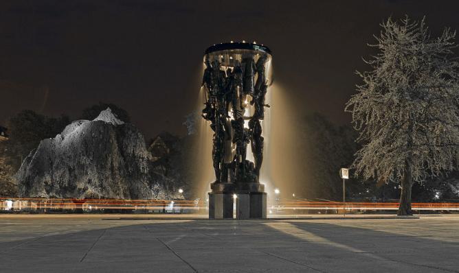 Tragos fountain in front of Malmö Opera