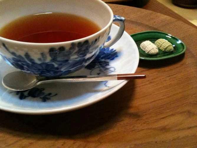 Earl Grey tea at Yūkei Salon de Thé on Aneya-koij dori in Kyoto | © Paul Keller/Flickr