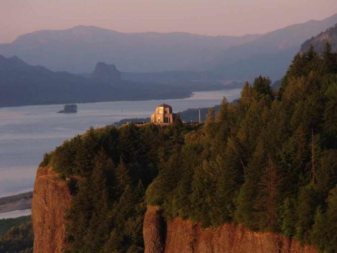 Vista House at Crown Point, Multnomah County | © McD22/Flickr