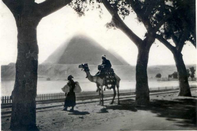'The Pyramids' A photograph by Lehnert and Landrock | © JohnToohey/Flickr
