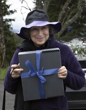 Margaret Atwood with the manuscript of Scribbler Moon | © Bjørvika Utvikling by Kristin von Hirsch
