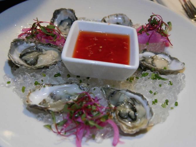 Fish Gaucho Raw Oyster Bar Platter | © Paul & Teresa Lowe