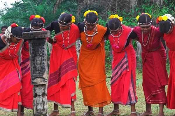 Dancing Women of Tribal Bastar © Official Bastar Website