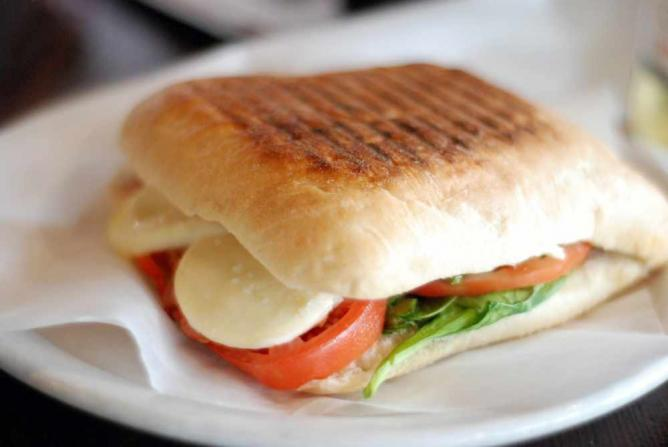 tomato and bocconcini panini | © PROstephanie vacher/Flickr