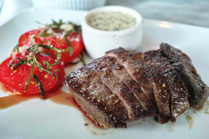 Cast Iron Seared Steak | © Jun Seita/Flickr
