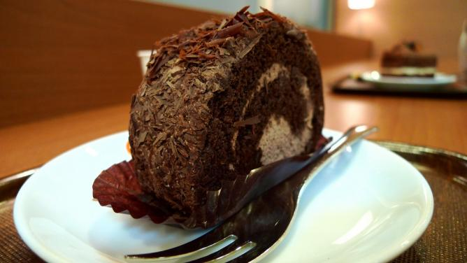 Shaved Chocolate Roll Cake | © goodmami/Flickr