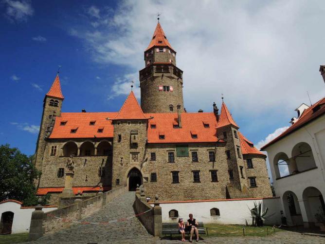 Bouzov Castle | © Jakub Solovský/Flickr