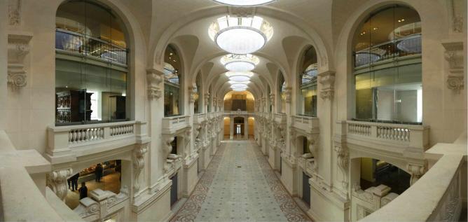 Musée de la Mode et du Textile, Les Arts Décoratifs, Paris   © WikiCommons