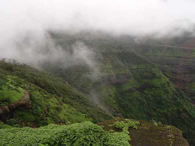Malshej Ghat © Aditya Patawari/Flickr