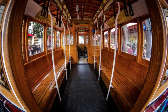 Empty San Francisco Cable Car in Union Square | © Nan Palmero/Flickr