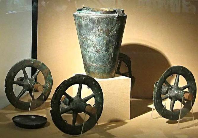 Bronze Chariot from Museum of Gallo-Roman Civilisation | © Pline/WikiCommons