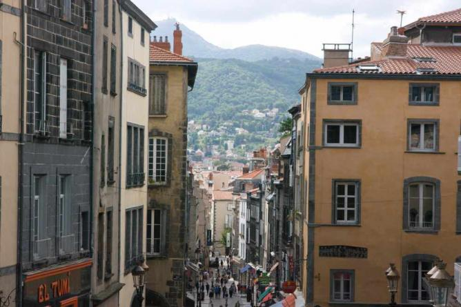 A street in Clermont-Ferrand | © Andrea Kirkby/Flickr