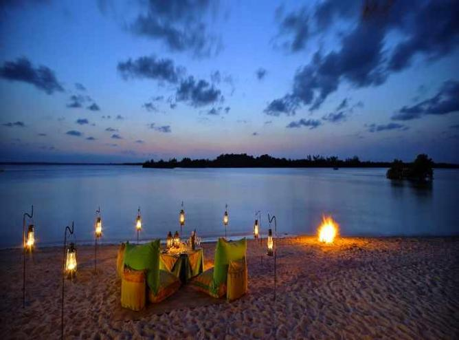 Beach Dinner | Courtesy of The Funzi Keys Resort