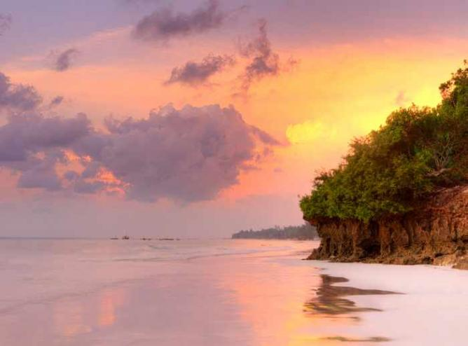 Sunrise at Diani Beach | © Łukasz/WikiCommons