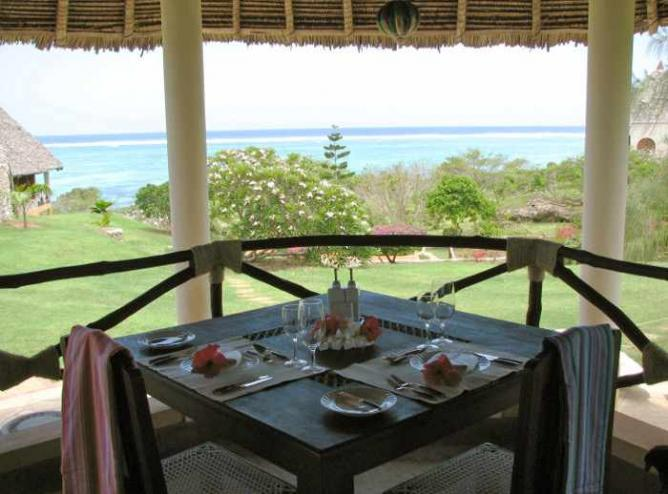 Dining | Courtesy of Tijara Beach Hotel